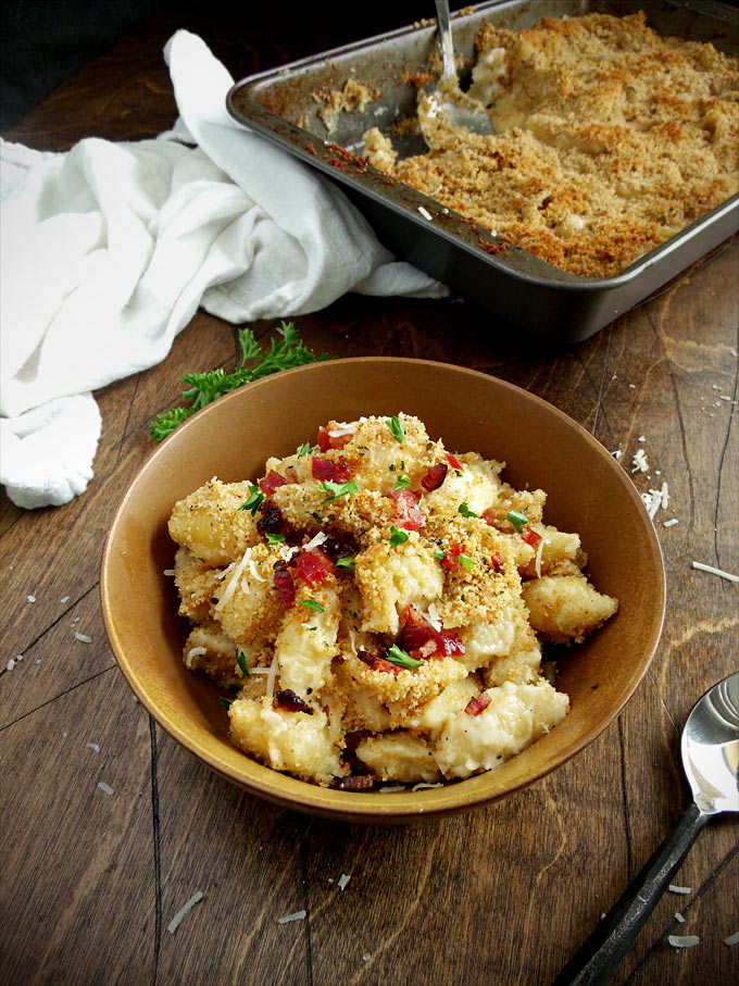 Baked White Cheddar Mac 'n Cheese with Bacon | wyldflour